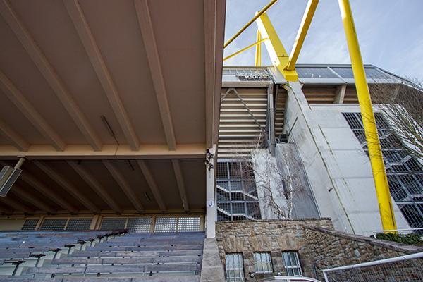 Nu ligt Stadion Rote Erde letterlijk in de schaduw van het Westfalenstadion