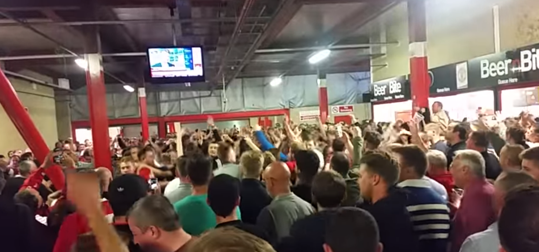 manchester united supporters zingen over George Best tegen Southampton