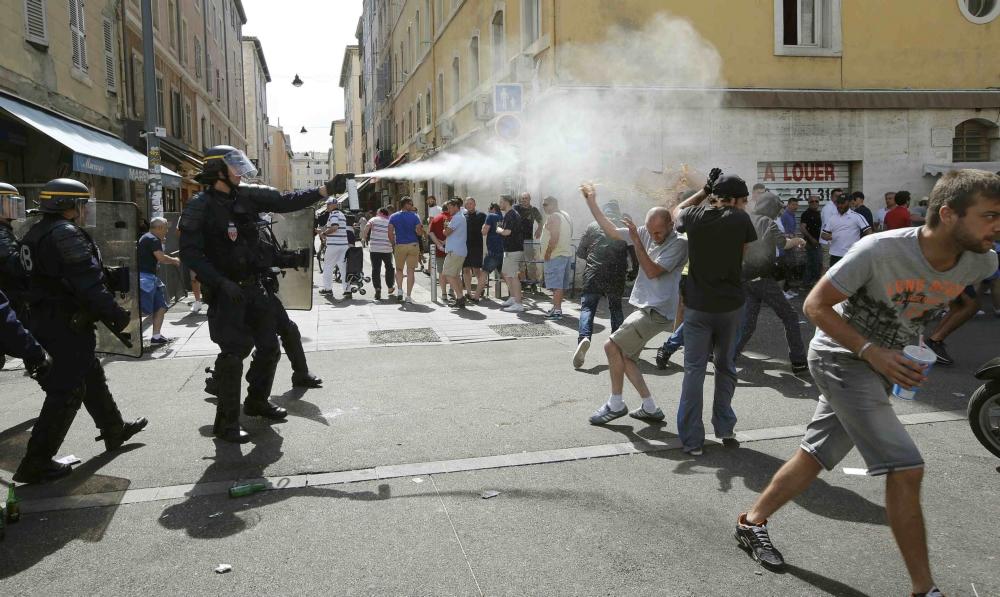 Politie Marseille gebruikt traangas tegen voetbalsupporters