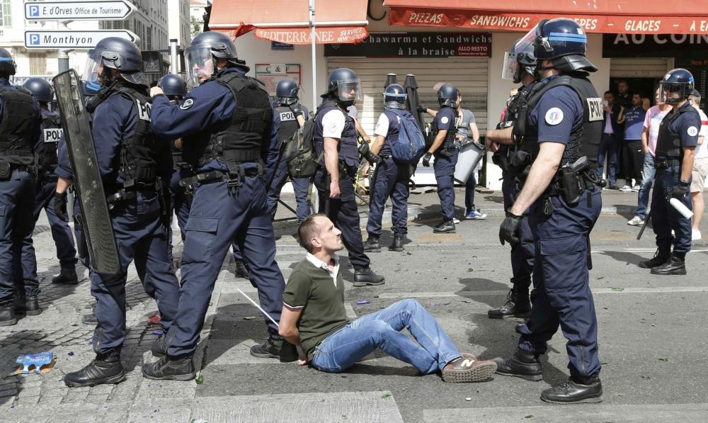 Rellen in Marseille bij het Europees Kamioenschap