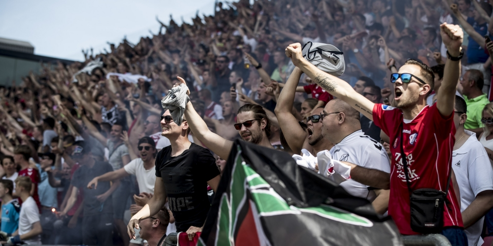 Ontlading op de tribunes bij FC Utrecht na het behalen van Europees voetbal. Foto: Pro Shots / Ed van de Pol