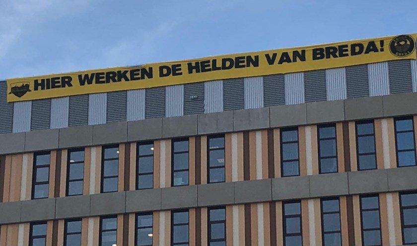 Hier werken de helden van Breda - spandoek van NAC-supporters