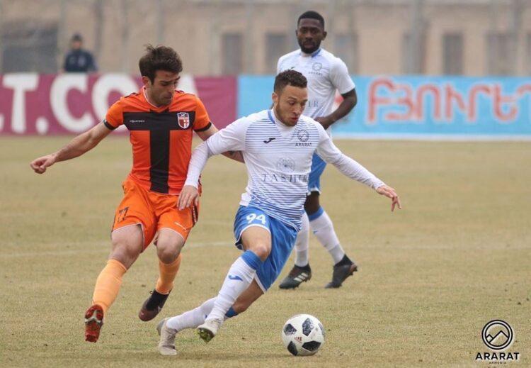 Mailson Lima Duarte Lopes in actie voor FC Ararat