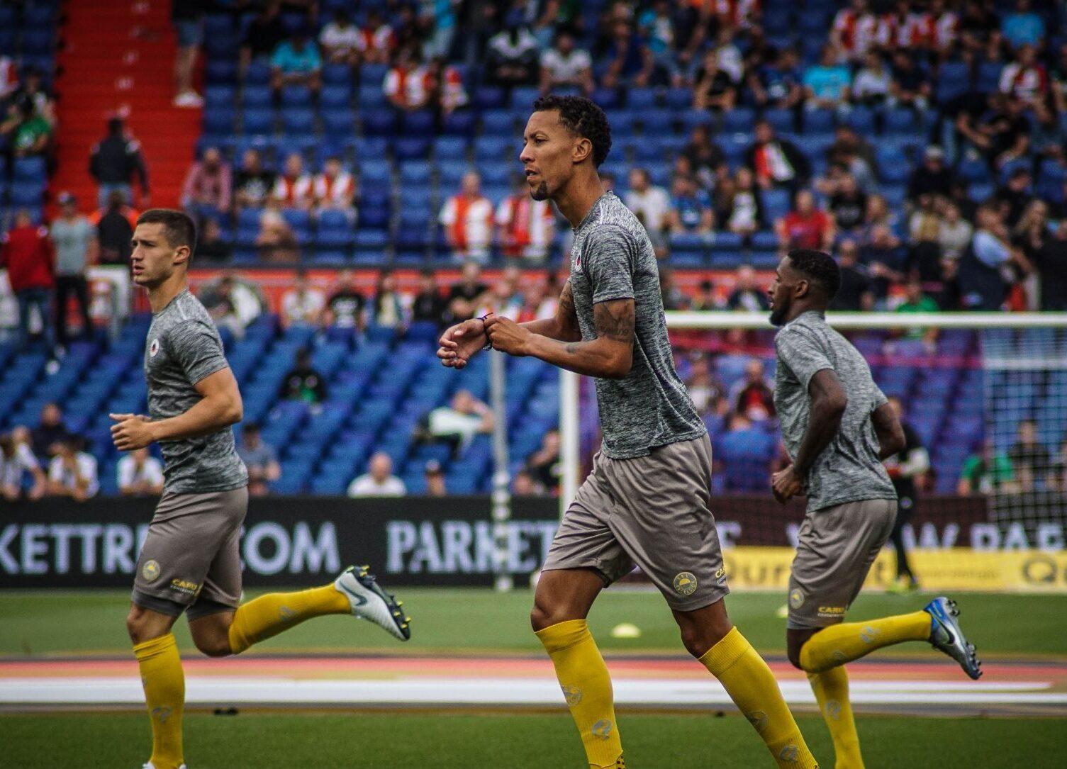 Ryan Koolwijk in actie voor Excelsior tegen Feyenoord in de Kuip