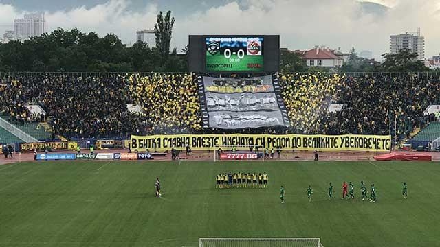 Supporters van Botev met een sfeeractie in de finale tegen Ludogorets