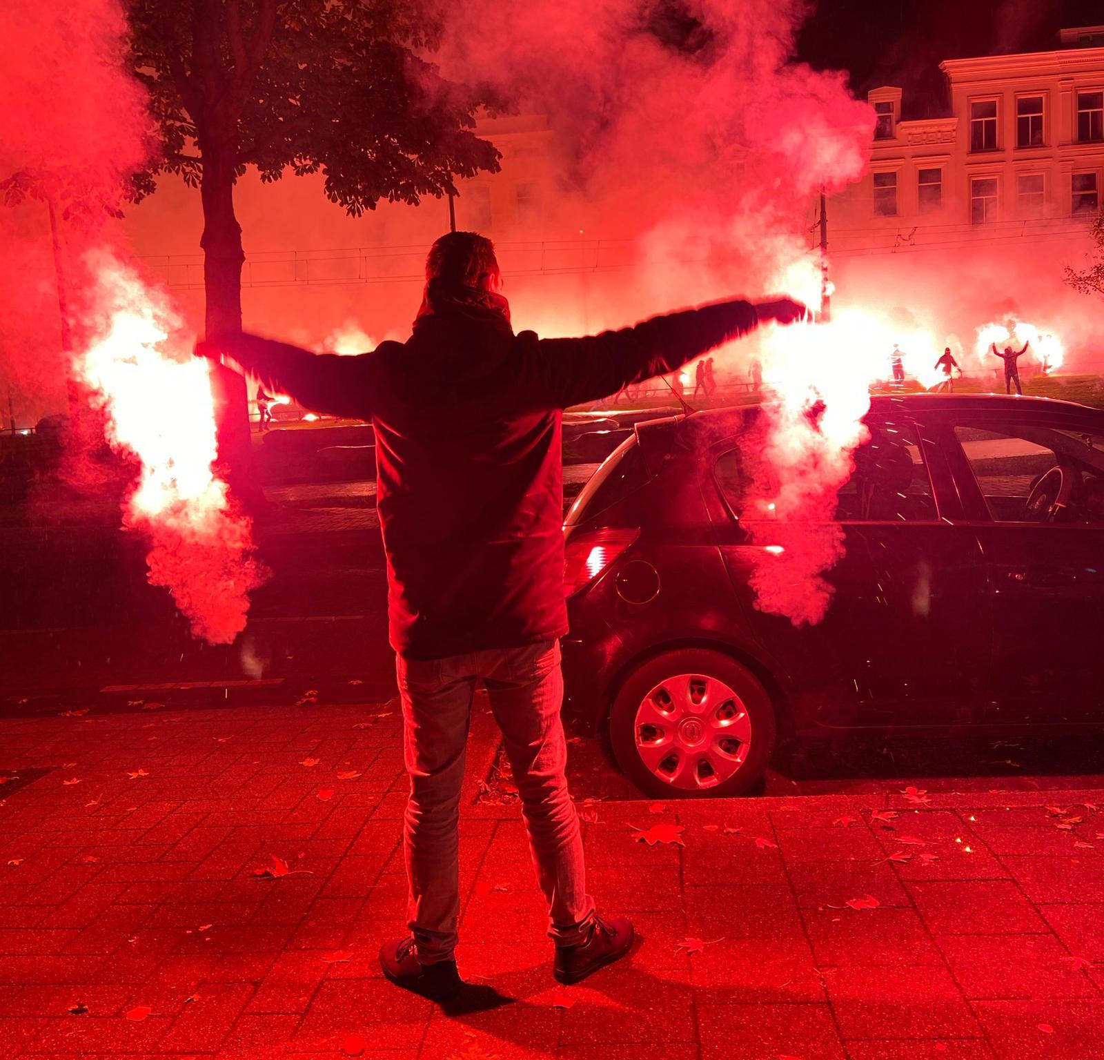 Ondanks de aanwezig van veel ME in Rotterdam, was er toch vele vuurwerk.