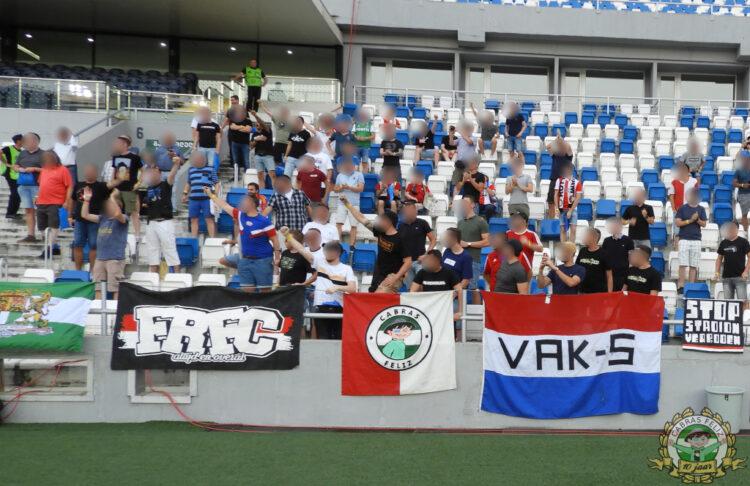 Feyenoordsupporters in Tbilisi (foto via Cabras Feliz).