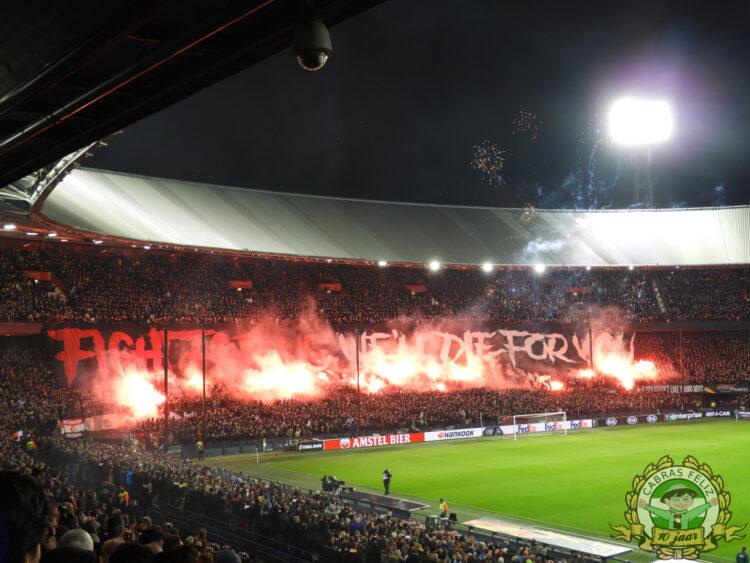 Pyro van Feyenoord thuis tegen Young Boys (foto via Cabras Feliz).