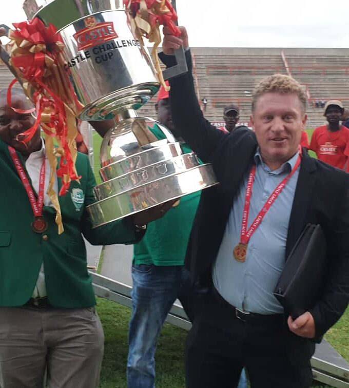Pieter de Jongh met de Castle Challenge Cup