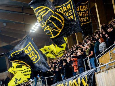 AIK supporters protesteerden tegen collectieve straffen in het Zweedse voetbal