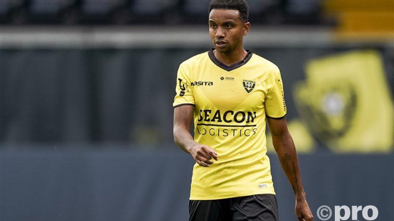 Joshua John in het shirt van VVV-Venlo